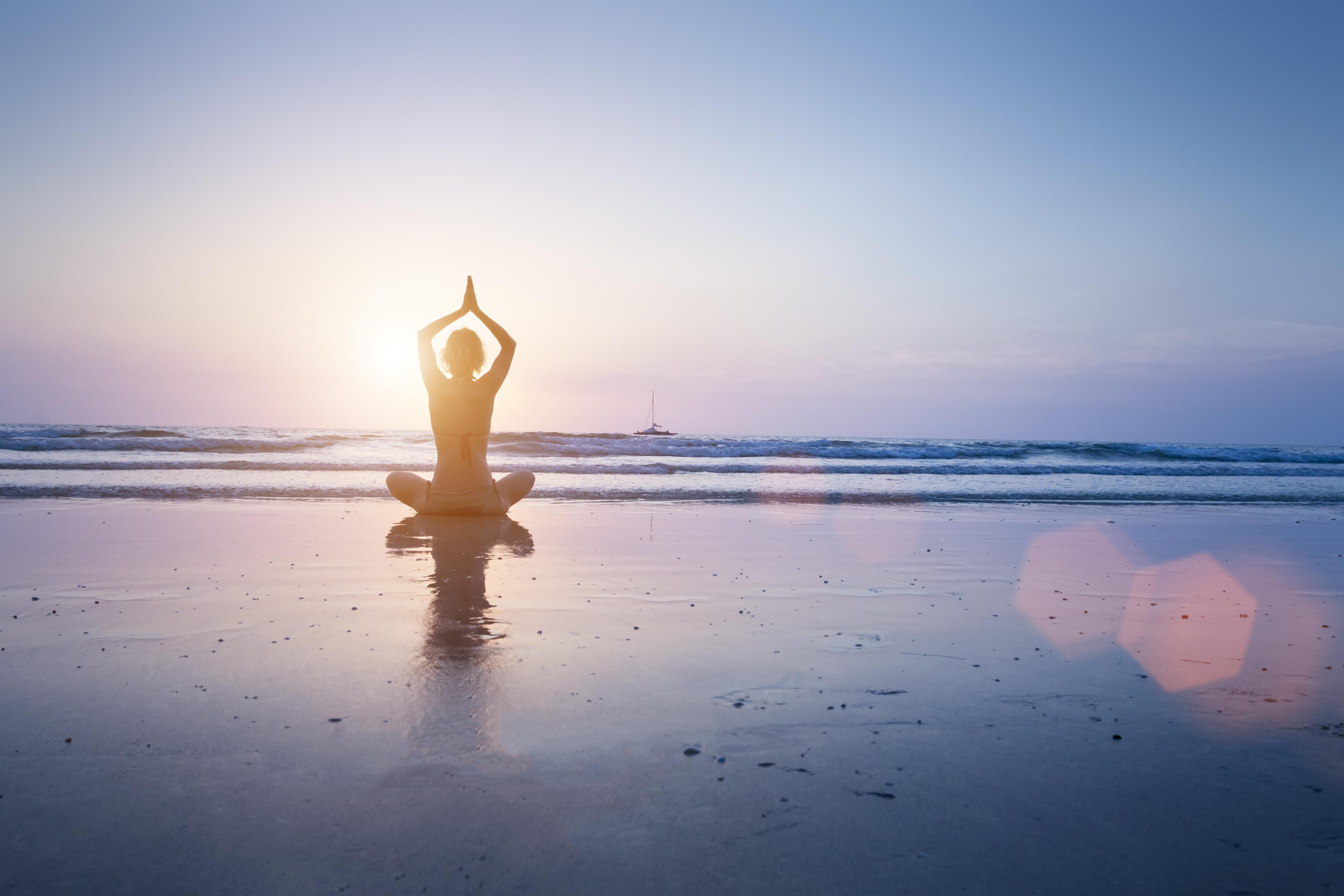 Yoga y salud mental yoganet - Fotos de hamacas en la playa ...